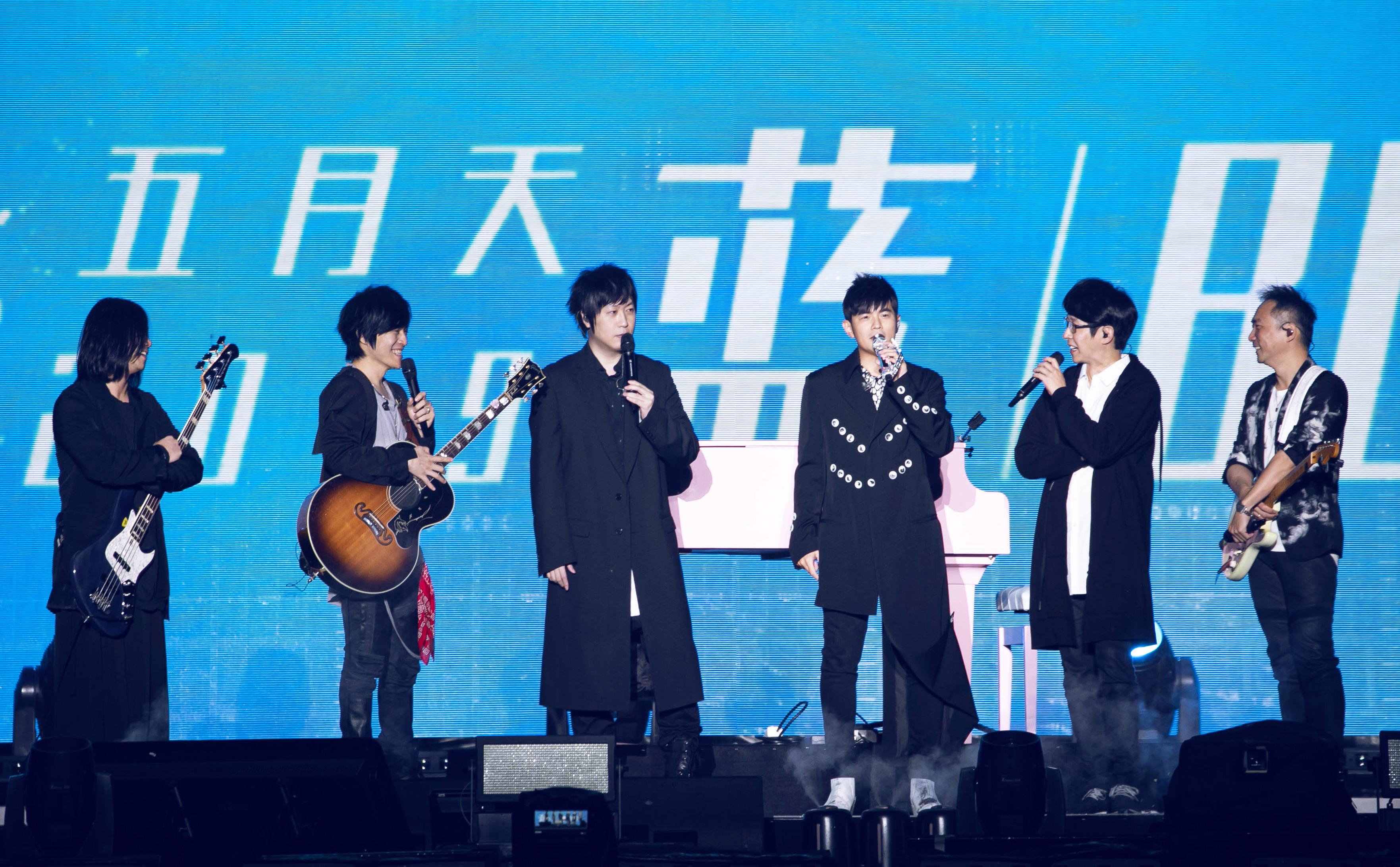 """五月天�yMayday 2019 Just Rock it! """"�{ BLUE"""",五度征服上海虹口足球��"""
