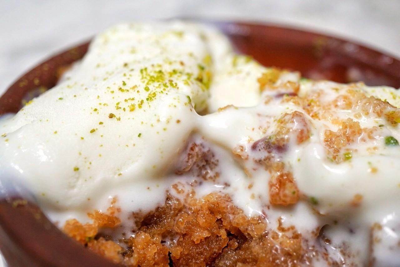 土耳其冰淇淋很有韧劲,撒上开心果粉香又甜!图片